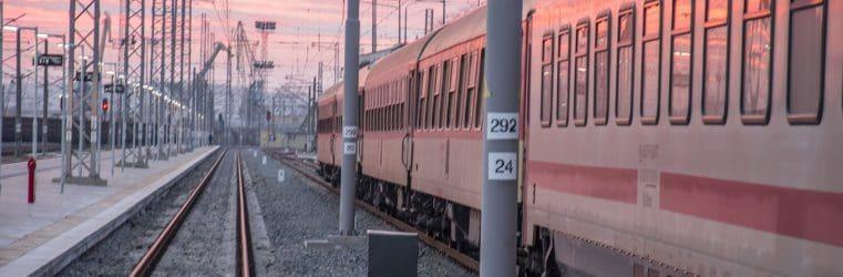 Meglio il treno o l'aereo? 5 motivi per cui conviene viaggiare in treno