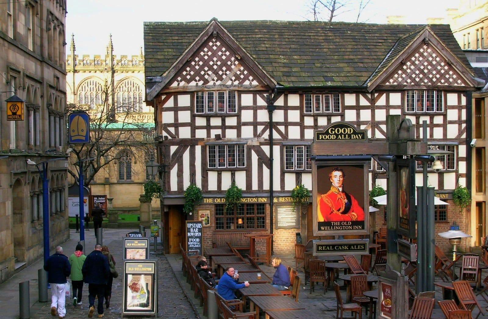 Old Wellington Inn: storia del pub più antico di Manchester