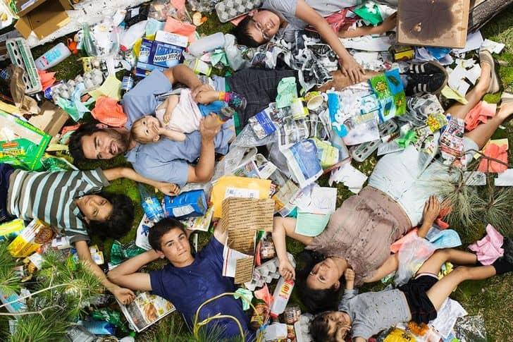 Il problema dei rifiuti urbani nel progetto fotografico di Gregg Segal