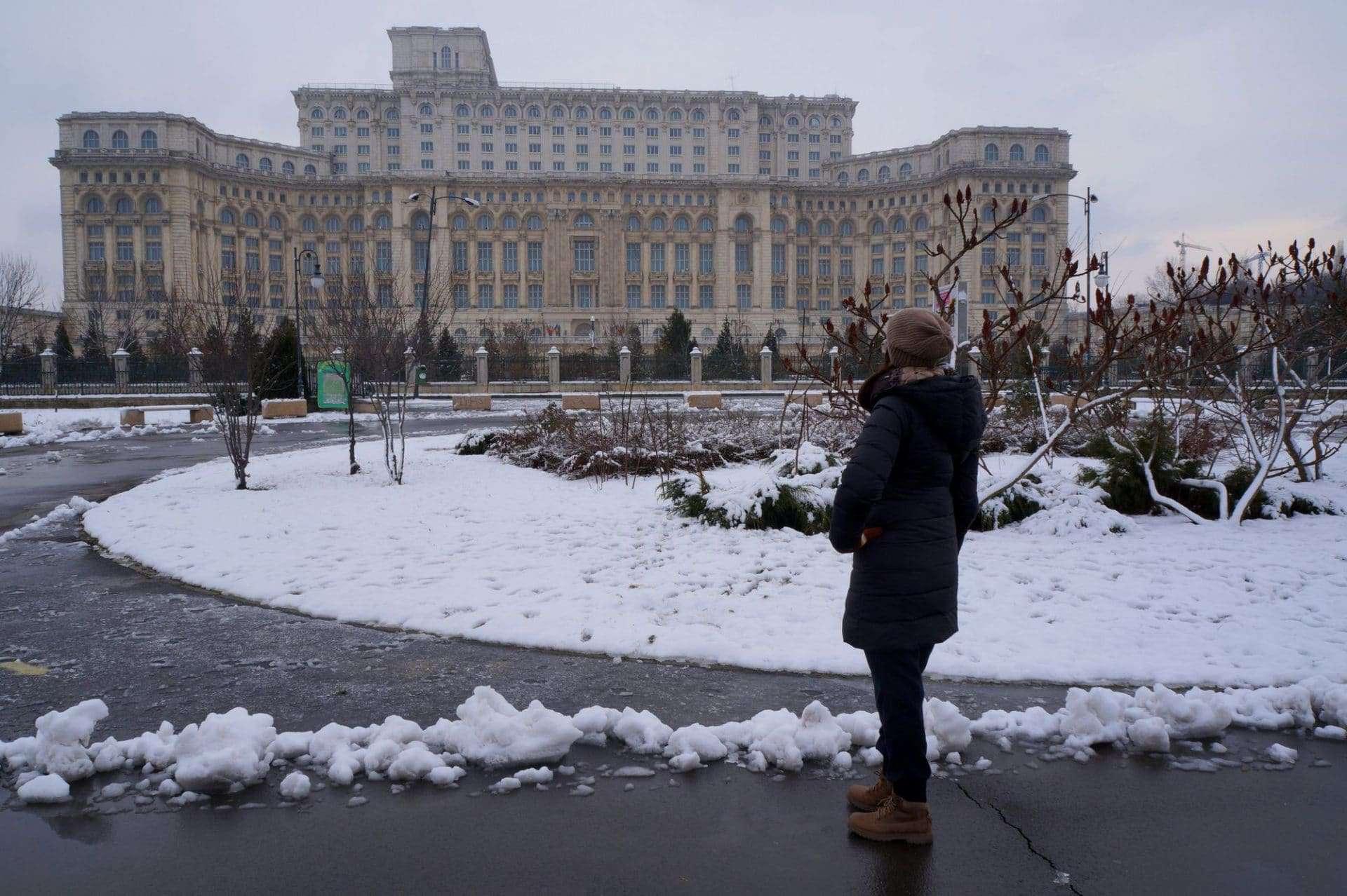 A due passi dal Parlamento di Bucarest, simbolo della Romania di Ceauşescu