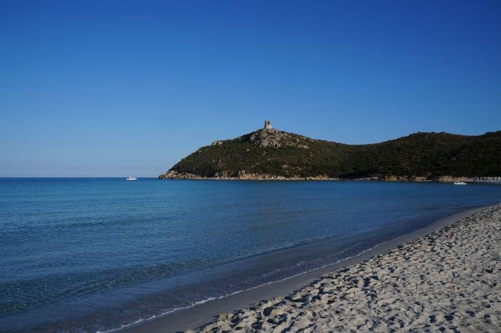 Cosa vedere a Villasimius, la regina del Sarrabus divisa tra mare e storia