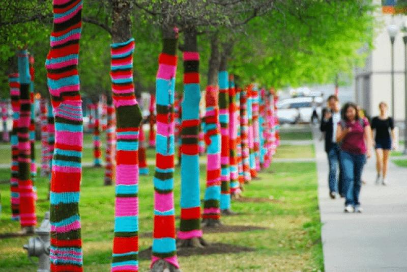 Guerrilla Knitting: il paesaggio urbano si veste di lana colorata