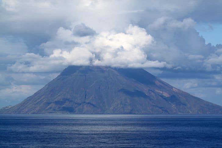 Scalata serale allo Stromboli: emozionante avventura trekking