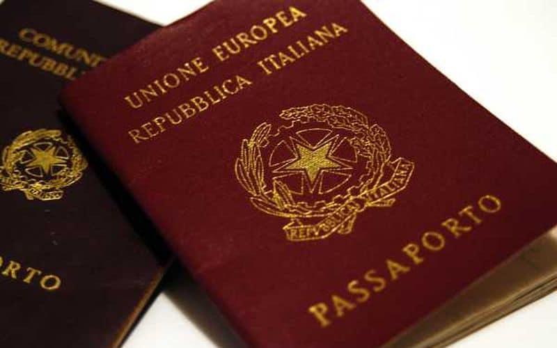 Passaporto scaduto. Posso tenerlo?