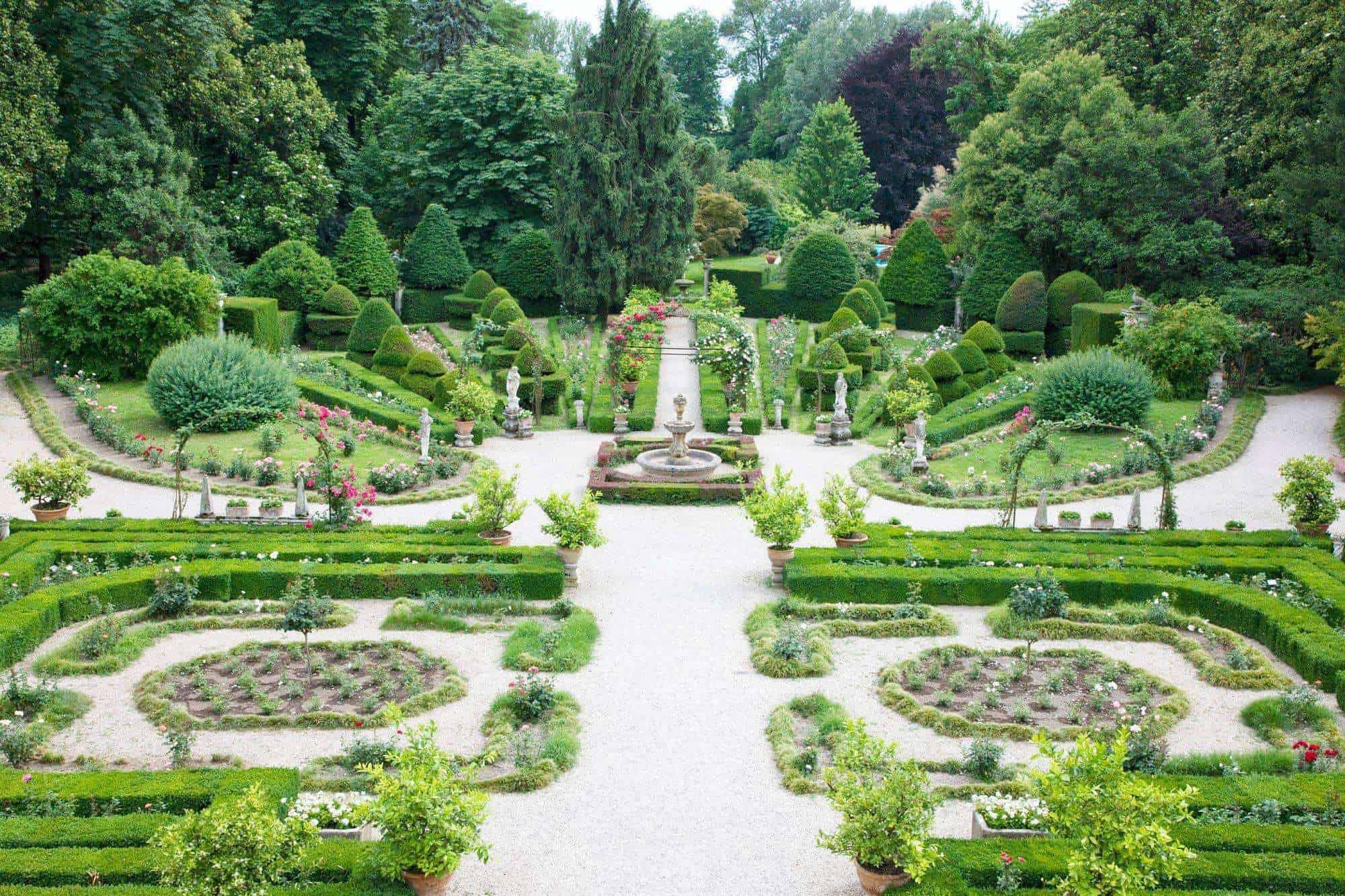 5 parchi e giardini più strani e originali da visitare in Italia