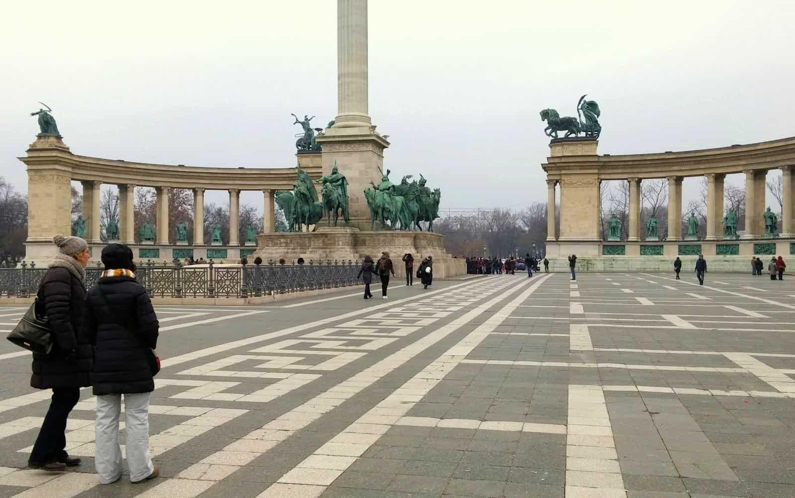 In Piazza degli Eroi a Budapest tra i simboli della storia ungherese
