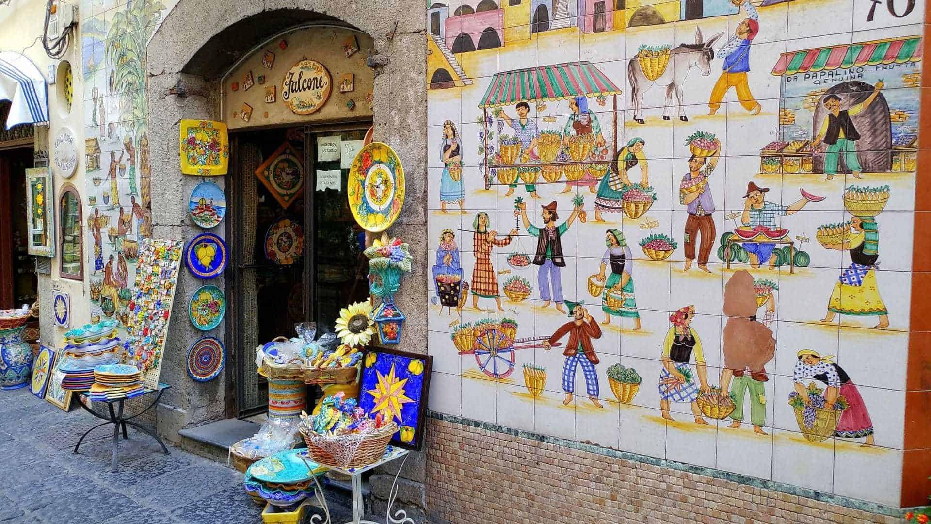 Vietri sul mare, la tradizione della ceramica in Costiera Amalfitana ...