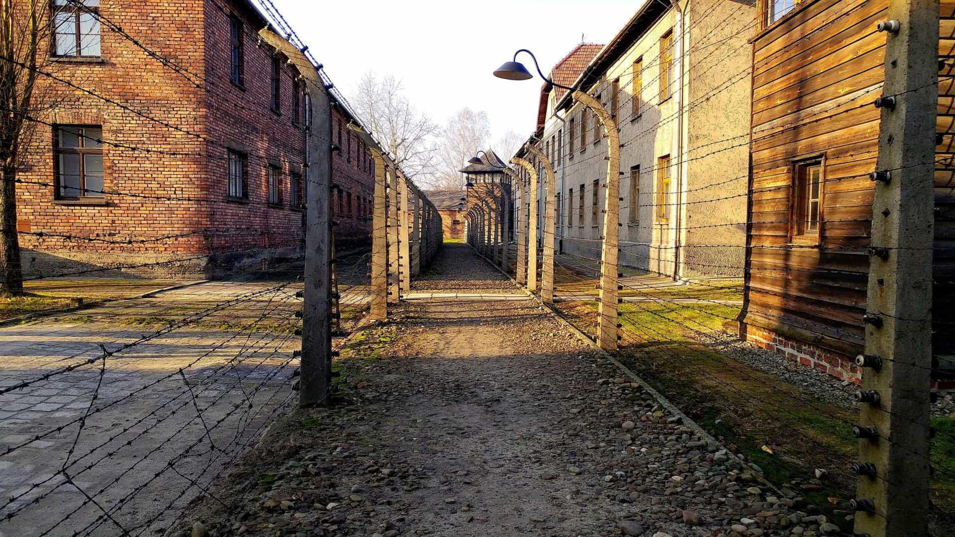 Auschwitz-Birkenau: come arrivare, dove prenotare e come organizzare la visita da soli
