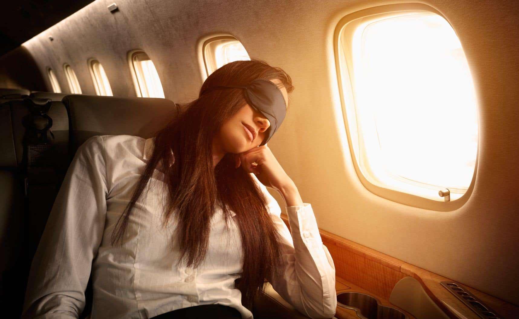 5 mascherine da viaggio originali e divertenti per dormire in aereo