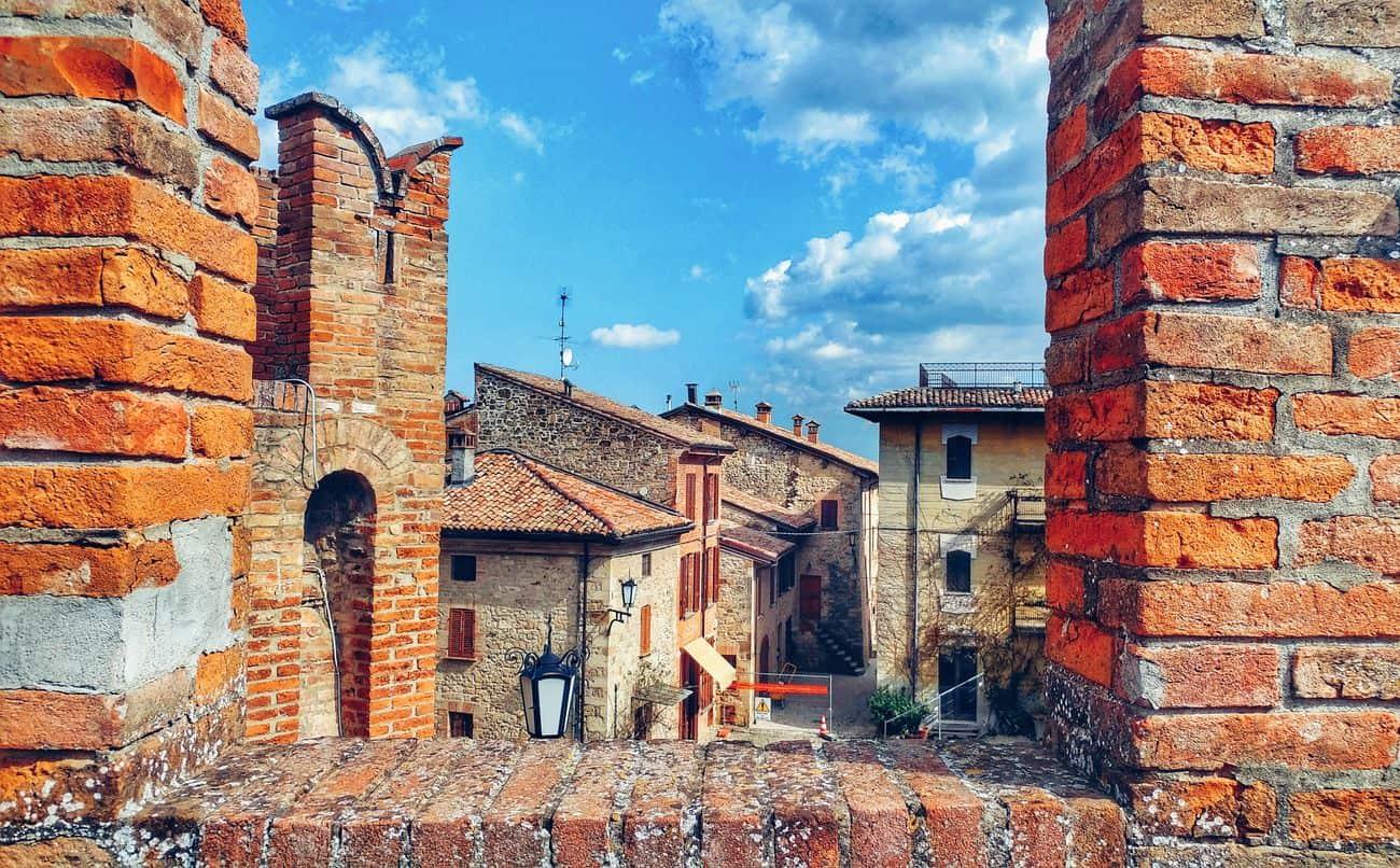 Cosa vedere a Vigoleno, splendido borgo medievale nei dintorni di Piacenza
