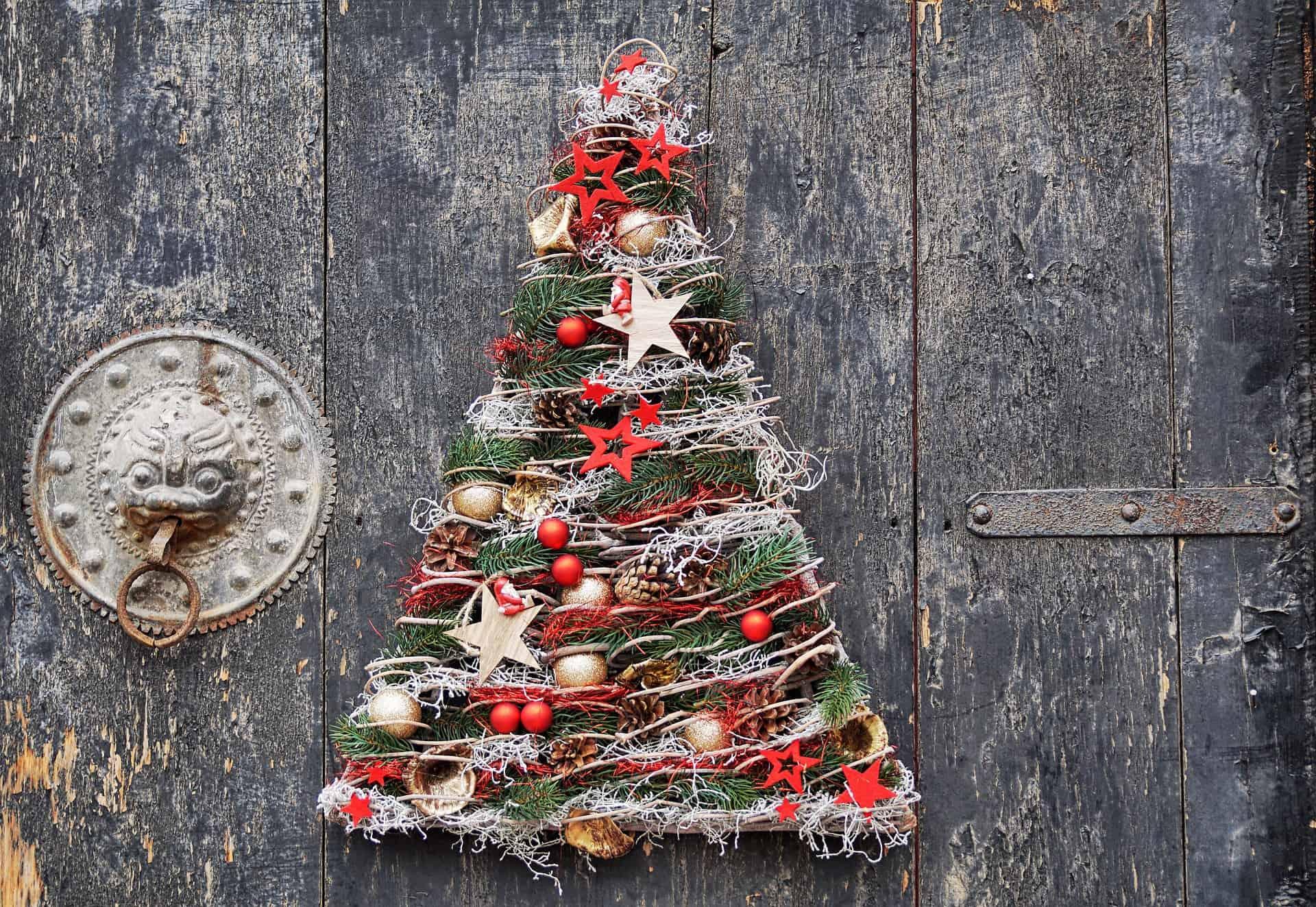 5 idee creative per realizzare alberi di Natale originali low cost