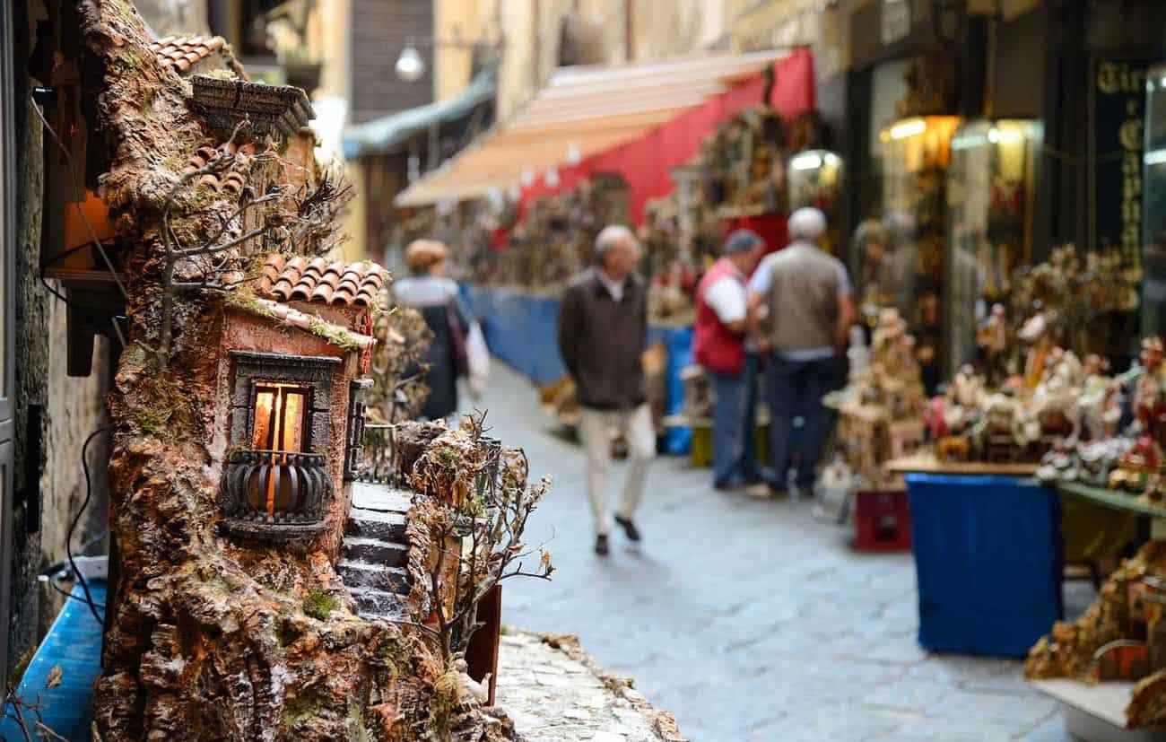 Tradizioni del Natale a Napoli: da San Gregorio Armeno alla tombola